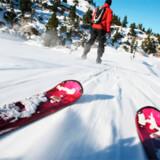 Prisen på liftkort sammenlignet med det samlede antal kilometer piste i en række skiområder afslører, at det ikke er ligegyldigt om du vælger at stå på ski i fjeldet nordpå eller Alperne sydpå, hvis du vil have mest piste for pengene.