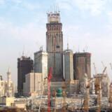 Saudi-Arabien håber på, at uret og Abraj Al-Bait Towers, som forventes at være verdens anden højeste bygning, vil etablere Mekka som en alternativ tidsstandard til Greenwich Mean Time.