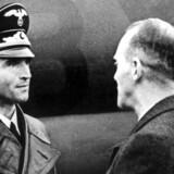 Dr. Werner Best (til højre) og Nils Svenningsen, direktør i udenrigsministeriet. (Arkivfoto, 1942).