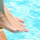 Danskerne kan ikke holde sig fra sol og pool, selv om krisen kradser.