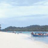 På Langkawi er der gode muligheder for bådture, der blandt andet bringer én gennem både jungle og grotter.