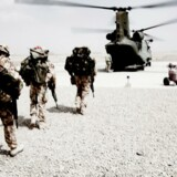 Afghanistan. Internationale styrker på vej ombord i en helikopter, der skal transportere dem fra Camp Bastion ned i Green Zone i Helmand.