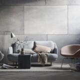 Gryden fungerer både glimrende som et selvstændigt møbel og i en kontekst med andre møbler. Både Gryden og Ægget, som begge ses på billedet, tegnede Arne Jacobsen til SAS Royal Hotel i København i slut-50erne.