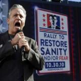 Jon Stewart stopper som vært for The Daily Show.
