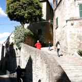 Alene det at spadsere rundt i Perugias labyrintiske historiske centrum – ned ad smalle stræder, op ad trapper, rundt om et hjørne – er en oplevelse i sig selv.
