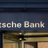 Det globale ratingselskab Standard & Poor's har sænket kreditvurderingen af den tyske storbank, Deutsche Bank.