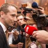 Kristian Jensen taler med medierne før Venstres gruppemøde på Christiansborg.