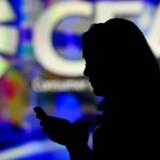 Mobiltelefoner er blevet hvermandseje, men der er udsigt til, at der går længere, før vi skifter til næste model. Pengepungen får en større rolle. Foto: Frederic J. Brown, AFP/Scanpix