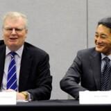 Howard Stringer (til venstre) forlader topposten i Sony, og Kazuo Hirai (til højre) tager over. Foto: David Becker, AFP/Scanpix