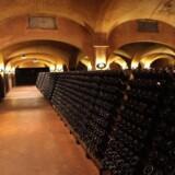 En del af vinen i Bella Vistas kældre lagres på pupitres ganske som i Champagne.
