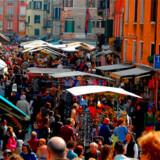 Venedig døjer i forvejen med alt for mange mennesker - nu er tisseri i gader og kanaler også et problem.