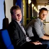 Jesper Malm (t.v.), chef for Corporate Communication i Dansk Røde Kors, og Troels Thown, der er cand.com i et vikariat.