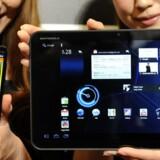Både mobiltelefoner og tavle-PCer med - her - Google Android som styresystem skal aktiveres, før de kan bruges på nettet. Og det havde rigtigt mange travlt med juledag. Arkivfoto: Yoshikazu Tsuno, AFP/Scanpix