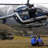 Franske redningsfolk i gang med redningsarbejdet.