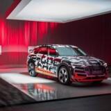 Audis første elbil besøger København, og vi havde adgang til at se nærmere på den på store scene i Skuespilhuset