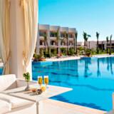 Almaza Bay ligger som en oase midt i den egyptiske ørken. Rejseliv boede på ferieresortet Almaza Beach, som kan ses på billedet herover.
