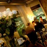 Det britiske www.onepoll.com har bedt sine læsere om at stemme om, hvilke synder, der er de største, når man spiser på restaurant - hvad enten man inviterer eller er blevet inviteret ud.
