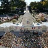 Legoland i Californien åbnede for 11 år siden. Her kan man blandt andet opleve Barack Obama blive indsat som præsident i miniature Washington D.C.