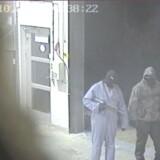 Overvågningsbillede fra Dansk Værdihåndtering. Tre røvere, den ene bevæbnet med en AK-47