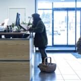 Færre filialer og mere selvbetjening. Udviklingen i bankerne har betydet 500 færre af såkaldte kassemedabejdere i bankerne på bare et år