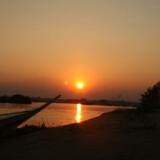 Både lokale og turister har meget for på den store Mekong flod.