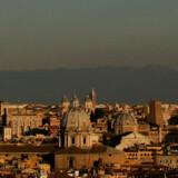 Nu kan du tjekke miljøet hjemmefra, inden du vælger rejsemål - her ses smog over Italiens hovedstad Rom.