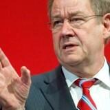 Danmarks tidligere statsminister Poul Nyrup Rasmussen får kamp til stregen i sit arbejde for mere regulering af alverdens kapitalfonde.
