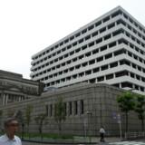 Den japanske centralbank, Bank of Japan, gør klar til at skrue ned for bankens pengepolitiske lempelser på et af de kommende rentemøder. Kazuhiro NOGI / AFP