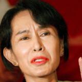 Sidst Aung San Suu Kyi udtalte sig officielt om emnet var i 2002, men nu har hun ifølge Telegraph.co.uk sagt til en nær ven i hendes parti, Den Nationale Liga for Demokrati, at netop turisme kan hjælpe landets undertrykte befolkning.