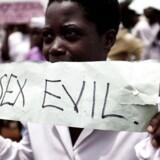 Arkivfoto 2010. Her en demonstration mod homoseksuelle i Kampala i Uganda.