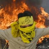 """En pakistansk shiitisk muslim råber slogans under Quds-dagen.Fredag var Quds-dag, den årlige dag, hvor muslimer markerer deres støtte til det """"besatte"""" Jerusalem og Palæstina. Det var Iran, der startede traditionen tilbage i 1979, og i år havde dagen fået ekstra næring på grund af de verserende stridigheder i Gaza. Derfor var der skruet en del op for retorikken rundt omkring i verden. Også i Danmark var der demonstrationer, der både havde deltagelse af sympatisører med Israel og pro-palæstinenske sympatisører.. Betegnelsen Quds stammer fra al-Quds, den arabiske betegnelse for Jerusalem, hvorfor dagen også kaldes Jerusalem-day."""