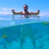 """En verdensomspændende """"hade-bølge"""" er i gang mod Tourism Australias storladne PR-film, hvor aussier synger budskabet om landets herligheder."""