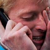 """Den britiske tabloid-presse har udnævnt kandidaten til 'Verdens bedste job' til """"whingeing Pom"""" - en klynke karl."""
