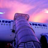 Air France-flyet måtte nødlande i Bukarest for at få den døde mand af flyet.