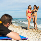 Nummer et på listen over ting vi skændes om på ferien: Mænd, der kigger efter andre kvinder på stranden eller ved poolen.