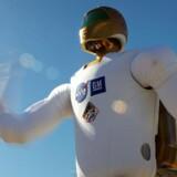Den menneskelignende robot R2, skal hjælpe astronauterne på den internationale Rumstation med forskellige praktiske opgaver.
