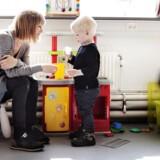 Tina Laursen og sønnen Alfred på tre år er patienter hos Vesterbro Lægehus.