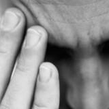 En mandlig passager siges at have hallucineret og herunder at have fremsat trusler om at få flyet til at styrte ned ved sin tankes kraft.