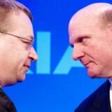 Topcheferne for Nokia og Microsoft, Stephen Elop (tv.) og Steve Ballmer, skal lære at arbejde sammen.