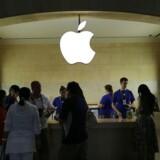 Apples markedsføring er meget synlig i landskabet - og det koster penge. Her en Apple-butik i New York. Foto: Spencer Platt, Getty Images/AFP/Scanpix