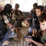 Medlemmer af den Fire Syriske Hær i en bil.