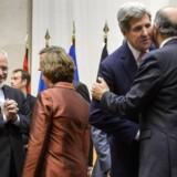 Iran og seks af verdens mest magtfulde nationer nåede natten til søndag dansk til enighed om en aftale om Irans atomprogram. Aftalen, der løber over seks måneder, sikrer en opbremsning i Irans atomprogram, lyder det fra diplomater.