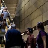 Ifølge Transportministeriet skyldes de ubrugte millioner kroner blandt andet, at de lovede takstnedsættelser er hængt op på rejsekortet. Rejsekortet er nemlig blevet brugt mindre end forventet, eftersom udfasningen af klippekortet sidste år blev udskudt med et år til 1. juni i år.