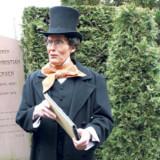 Adskellige gæster på Assistents Kirkegård i København fik en ekstra oplevelse, da H.C.Andersen dukkede op i skikkelse af skuespilleren Bjarne G. Nielsen.