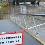 ARKIVFOTO: De store mængder regn, der er faldet over Jylland i weekenden, gav søndag travlhed hos Falck. Vandstanden i Storåen, der har været på nippet til at gå over sine bredder, så dog senere på dagen ud til at være ved at falde.