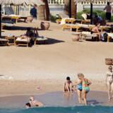 Turister på stranden ved Sharm el Sheik.