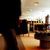 I SAS Gold Lounge i Københavns Lufthavn behøver man ikke fremvise et boardingkort af førsteklasses-typen. Har man fløjet nok med SAS eller selskabets partnere, er man med i den eksklusive gruppe, der automatisk får lov at komme ind.