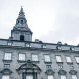 Som følge af afmatning i Europa kommer regeringen på Christiansborg næppe udenom at nedjustere sin vækstprognose, når den kommer på gaden tirsdag.