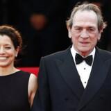 Danske Sonja Richter (længst til venstre) poserer her på den røde løber sammen instruktør Tommy Lee Jones, dennes kone Dawn Laurel-Jones samt Hilary Swank (th), som også medvirker i filmen.