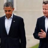 Arkivfoto fra 18. Juni 2013 viser den britiske premierminister, David Cameron (th.) og den amerikanske præsident, Barack Obama. ved G8-møde i Lough Erne, Nordirland. De to statsledere talte angiveligt igen sammen om Syrien pr. telefon tirsdag.
